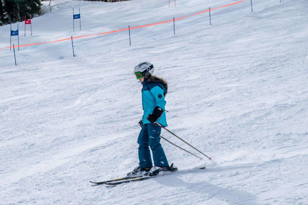 tween girl skiing