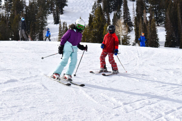 little kids skiing together