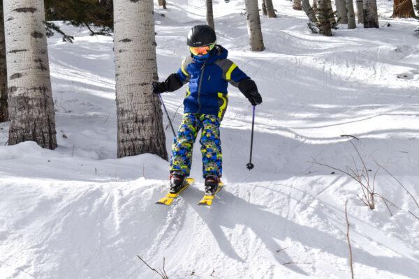 kids skiing jumps